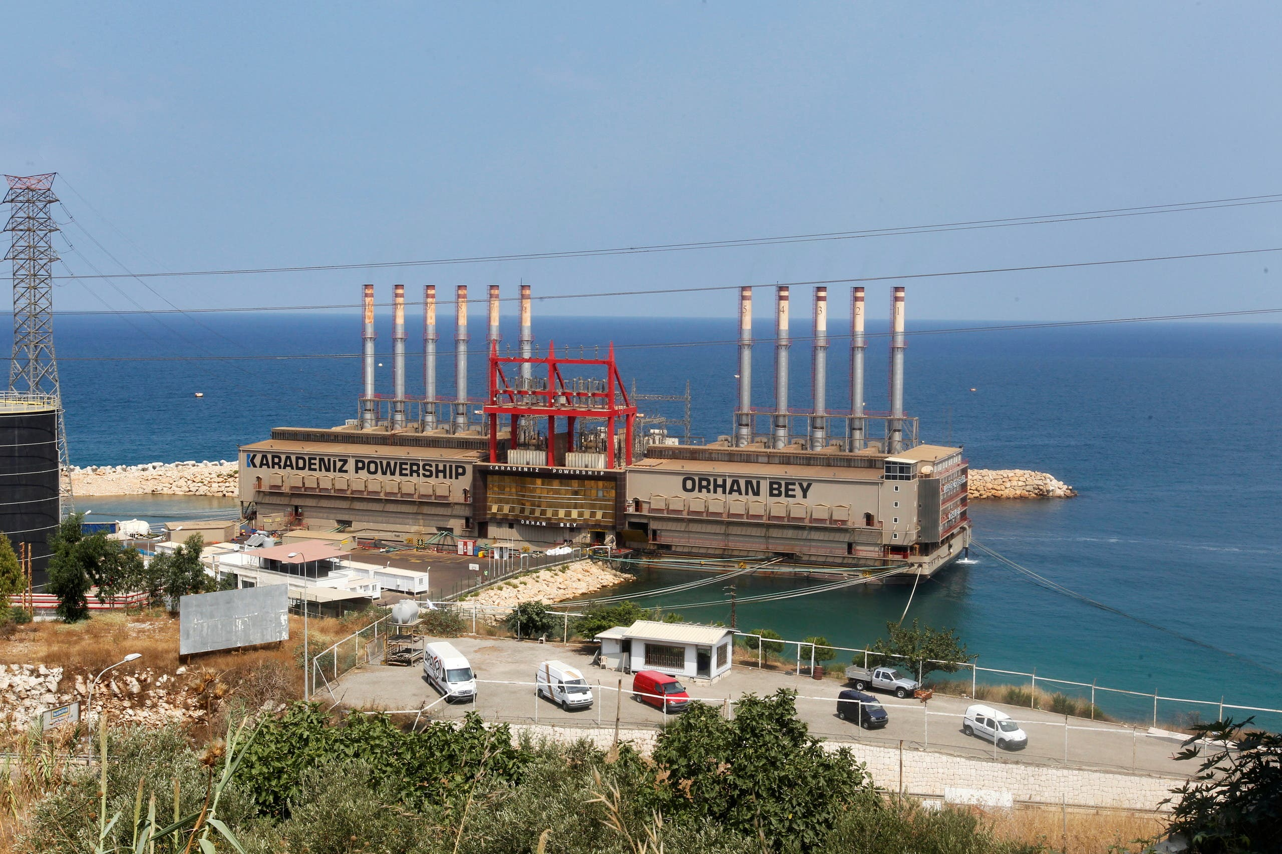إحدى السفن التركية التي تزود لبنان بالكهرباء