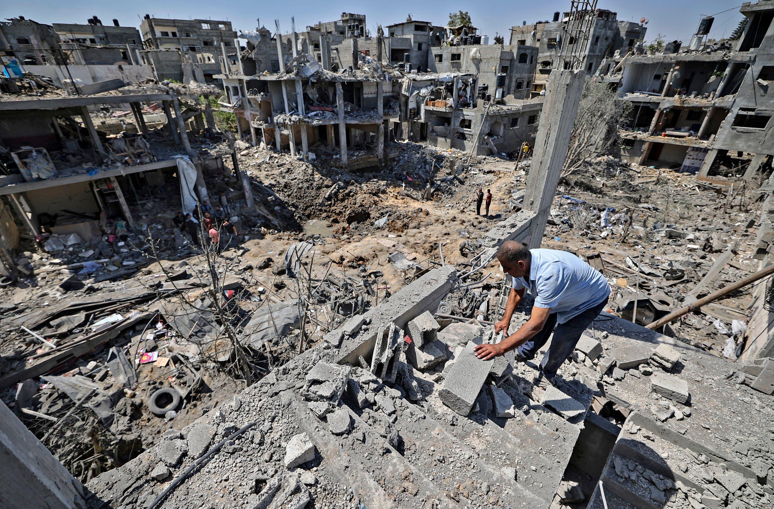 بنايات مدمرة إثر القصف الإسرائيلي على غزة (رويترز)