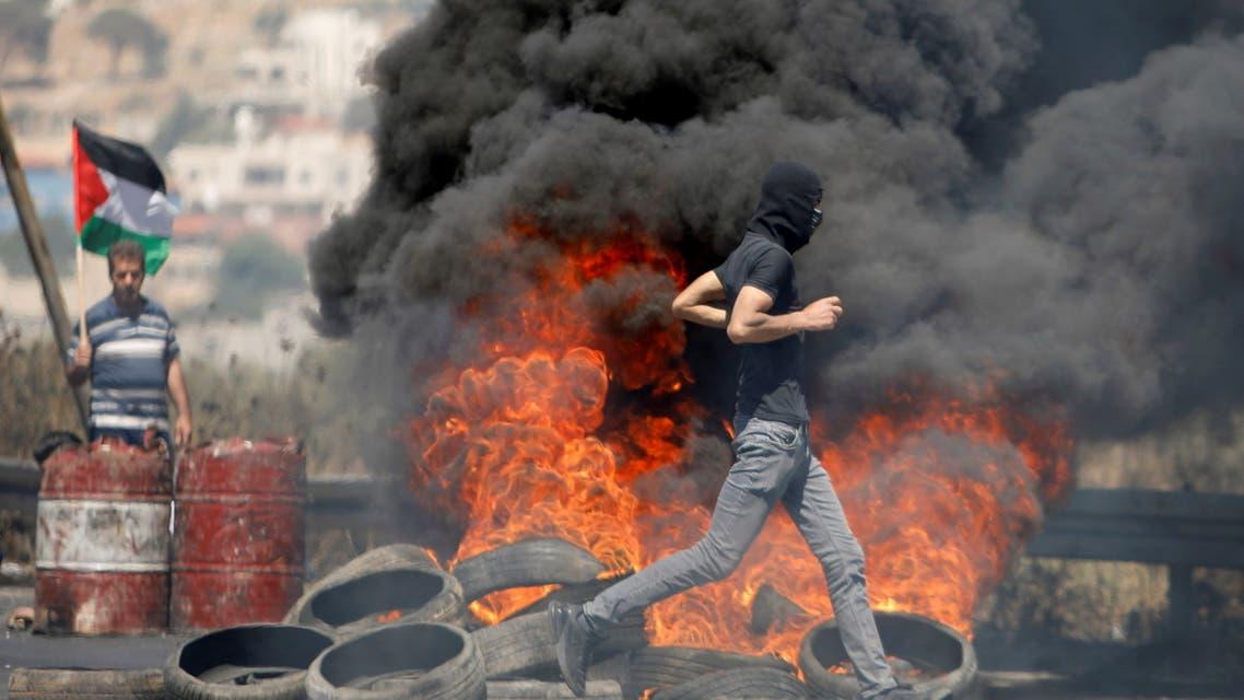 مواجهات بين فلسطينيين وقوات إسرائيلية في غزة (رويترز)