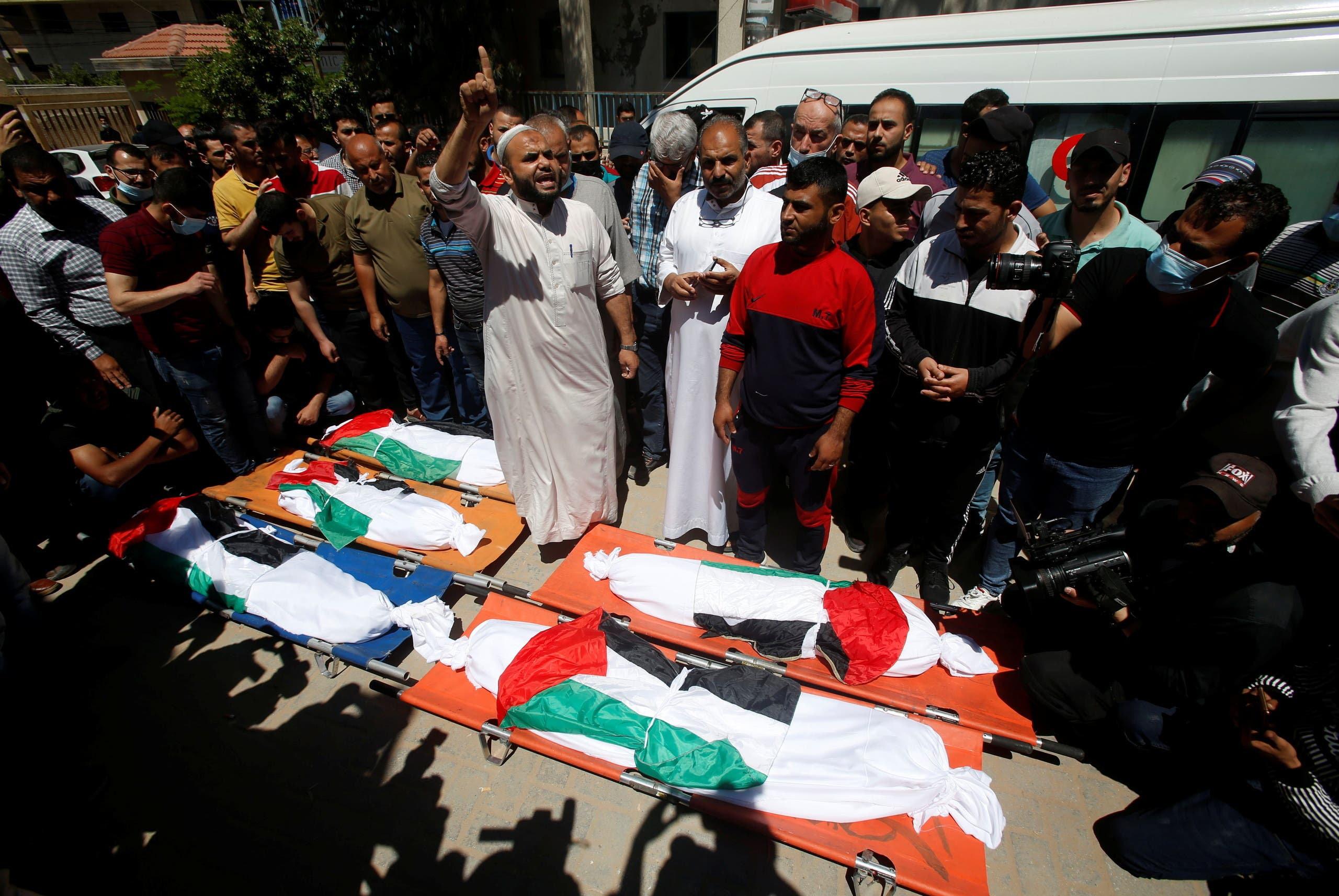 تشييع جثامين قتلى القصف الإسرائيلي على غزة  - رويترز