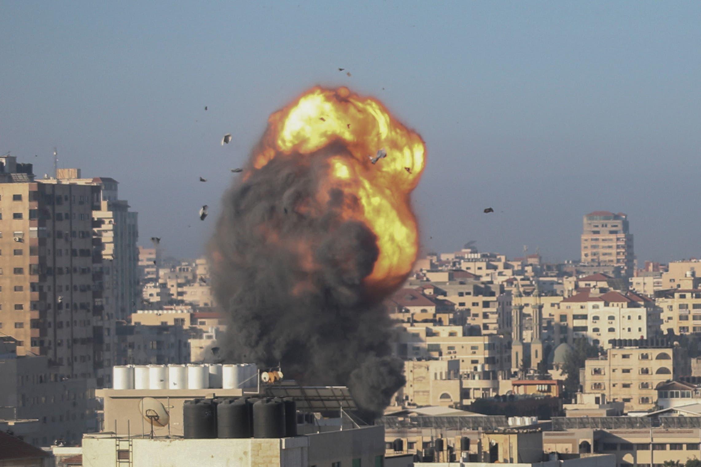 قصف إسرائيلي على غزة (فرانس برس)