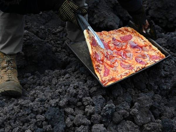 فيديو غريب.. بيتزا على فوهة بركان ثائر في غواتيمالا!