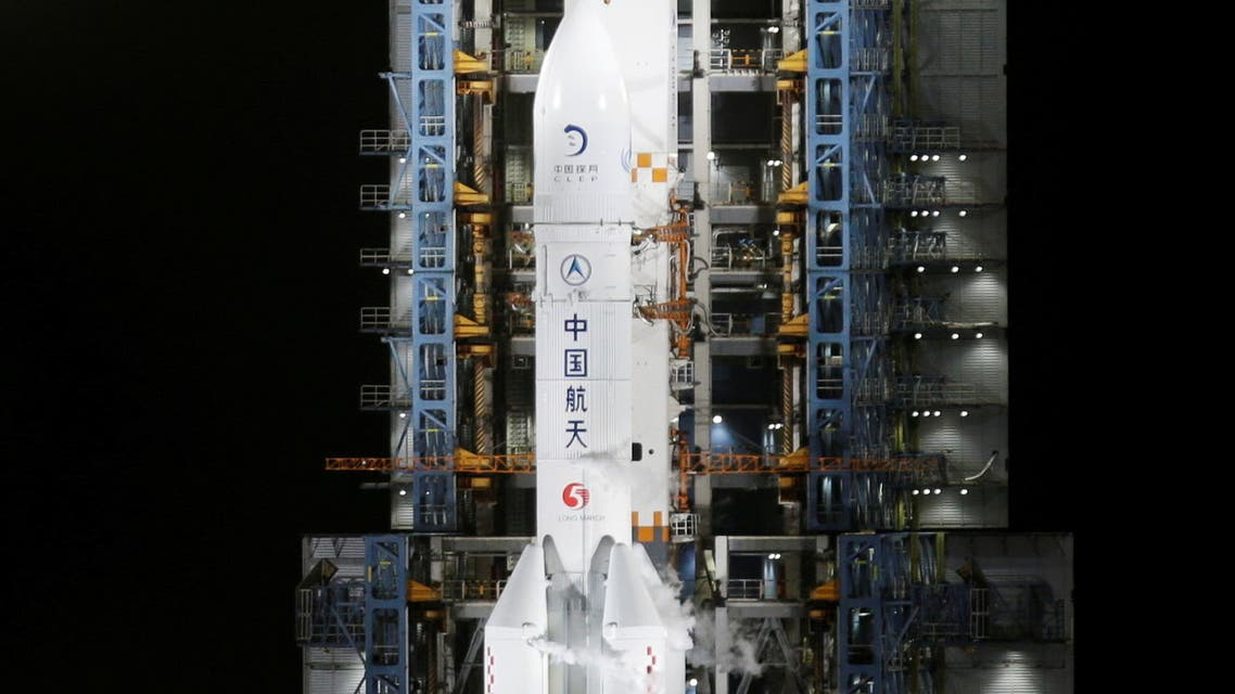 The Long March-5 Y5 rocket, carrying the Chang'e-5 lunar probe, is seen before taking off from Wenchang Space Launch Center, in Wenchang, Hainan province, China November 24, 2020. (File Photo: Reuters)