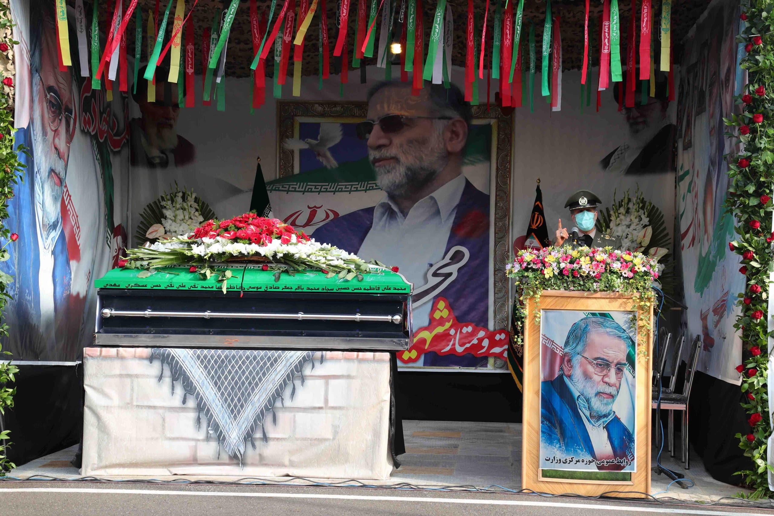 من تشييع العالم الإيراني محسن فخري زاده (رويترز)