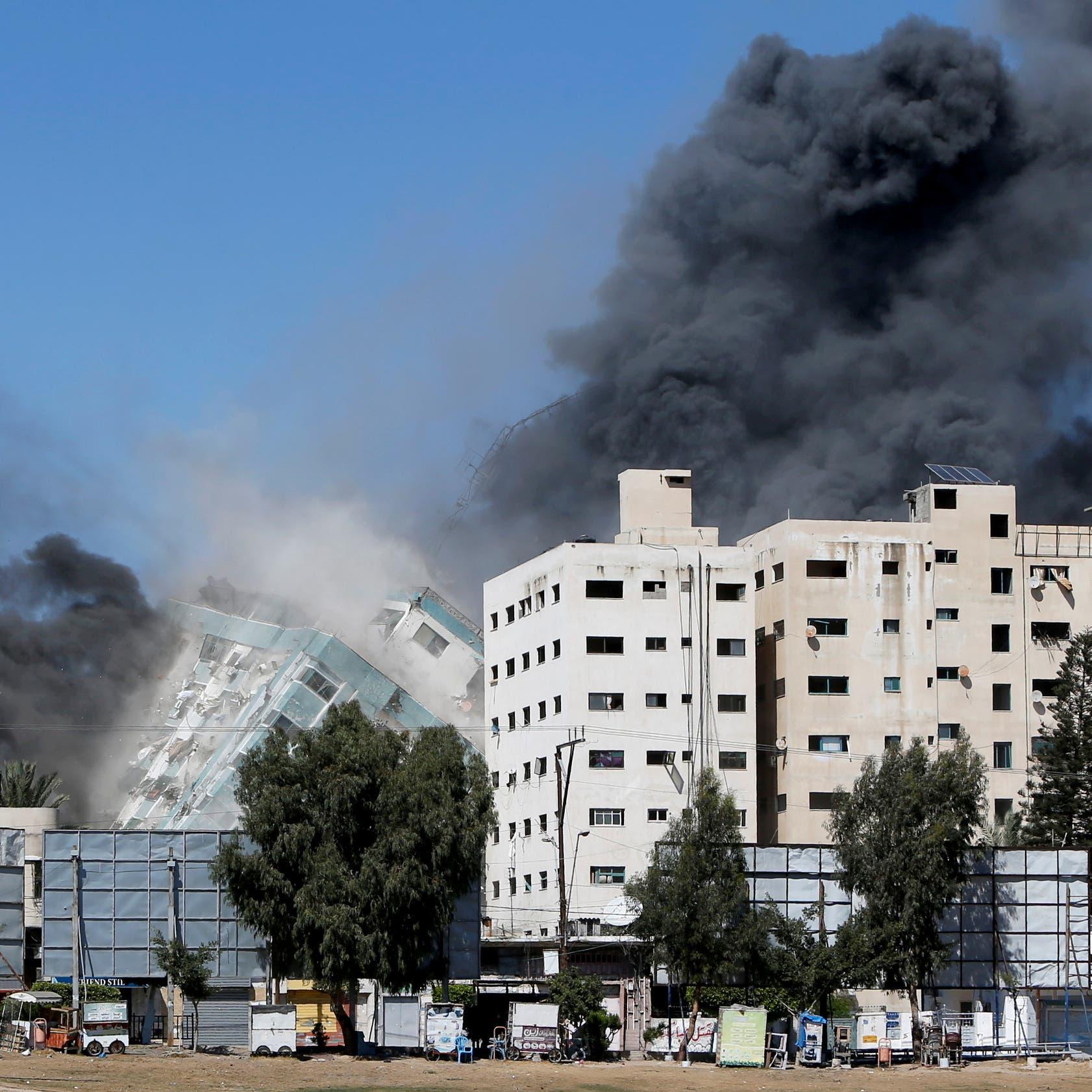 يضم مكاتب إعلامية.. إسرائيل تدمر ثاني أكبر برج في غزة