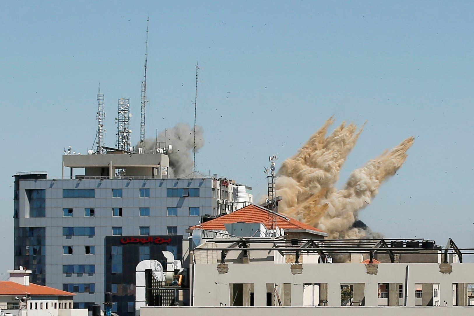 من القصف الإسرائيلي على غزة - رويترز 15 مايو 2021