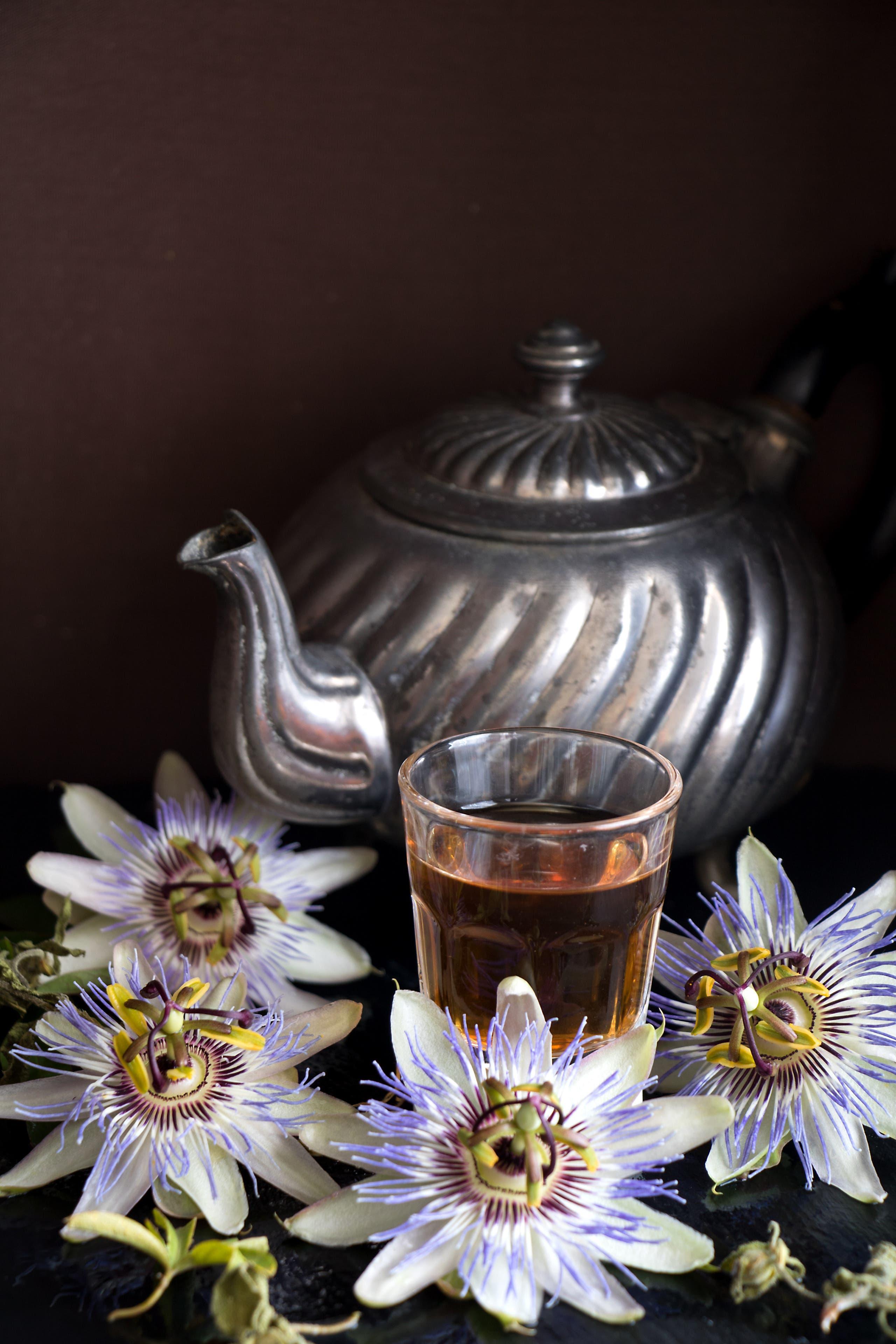 شاي زهرة الآلام (شترستوك)