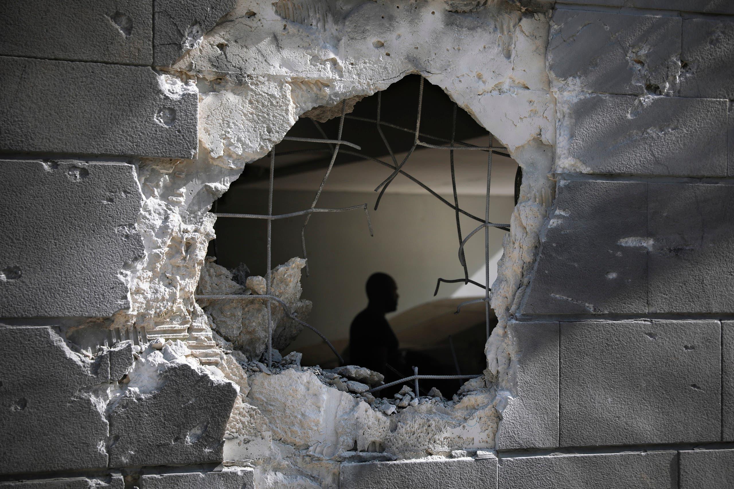 من آثار القصف على غزة (أسوشييتد برس)