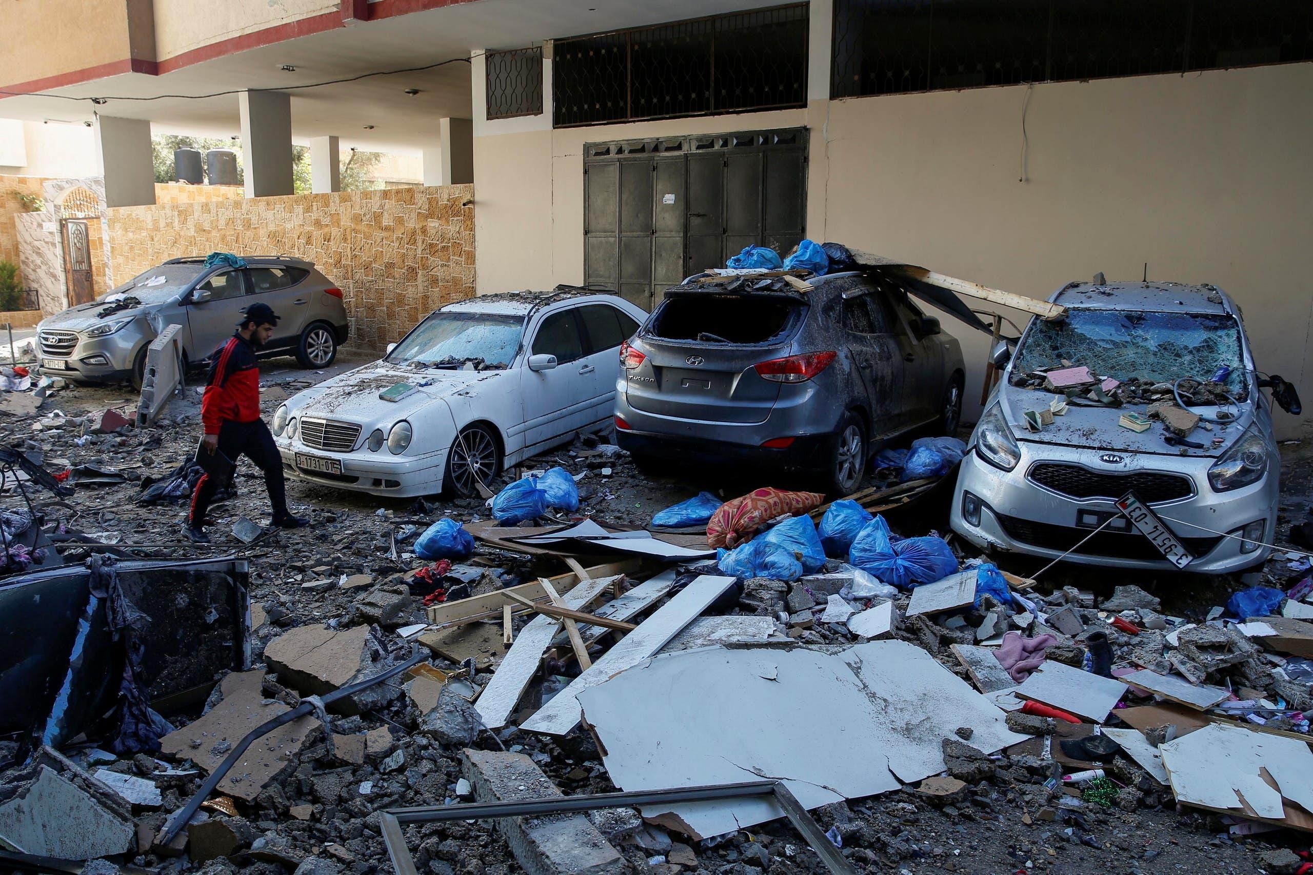 Coches destruidos en el bombardeo de Gaza (Reuters)