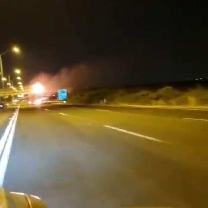 نار ودخان وصياح.. صاروخ على جسر في تل أبيب