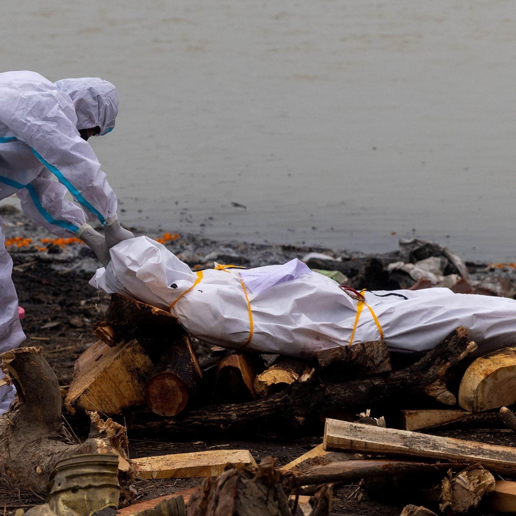الهند.. وثيقة حكومية تقر بإلقاء جثث ضحايا كورونا بالأنهار
