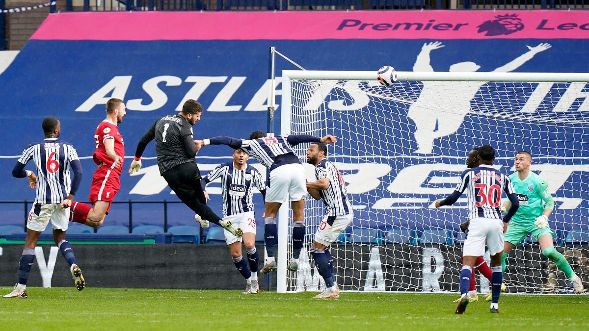 """هدف """"نادر"""" من أليسون يحافظ على آمال ليفربول الأوروبية"""