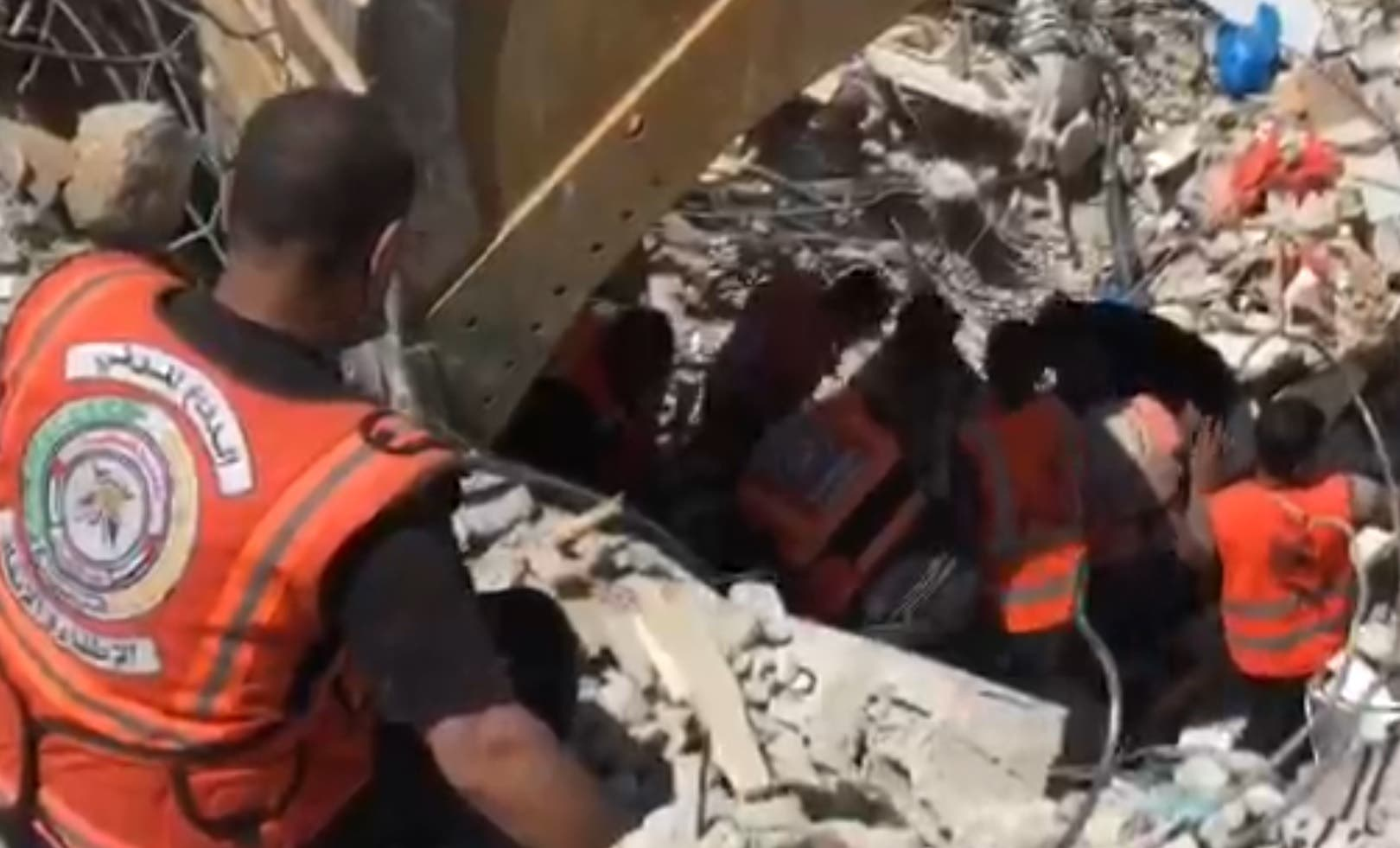 من عمليات انتشال الضحايا في قطاع غزة
