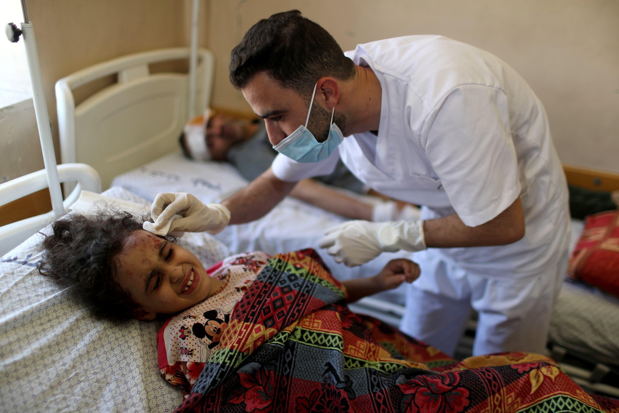 فتاة فلسطينية مصابة في القصف الإسرائيلي على غزة