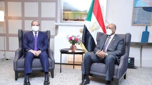 على هامش مؤتمر دعم السودان.. البرهان يلتقي السيسي بباريس