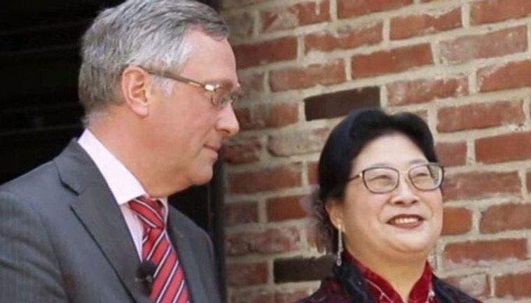 صورة متداولة على مواقع التواصل للسفير وزوجته