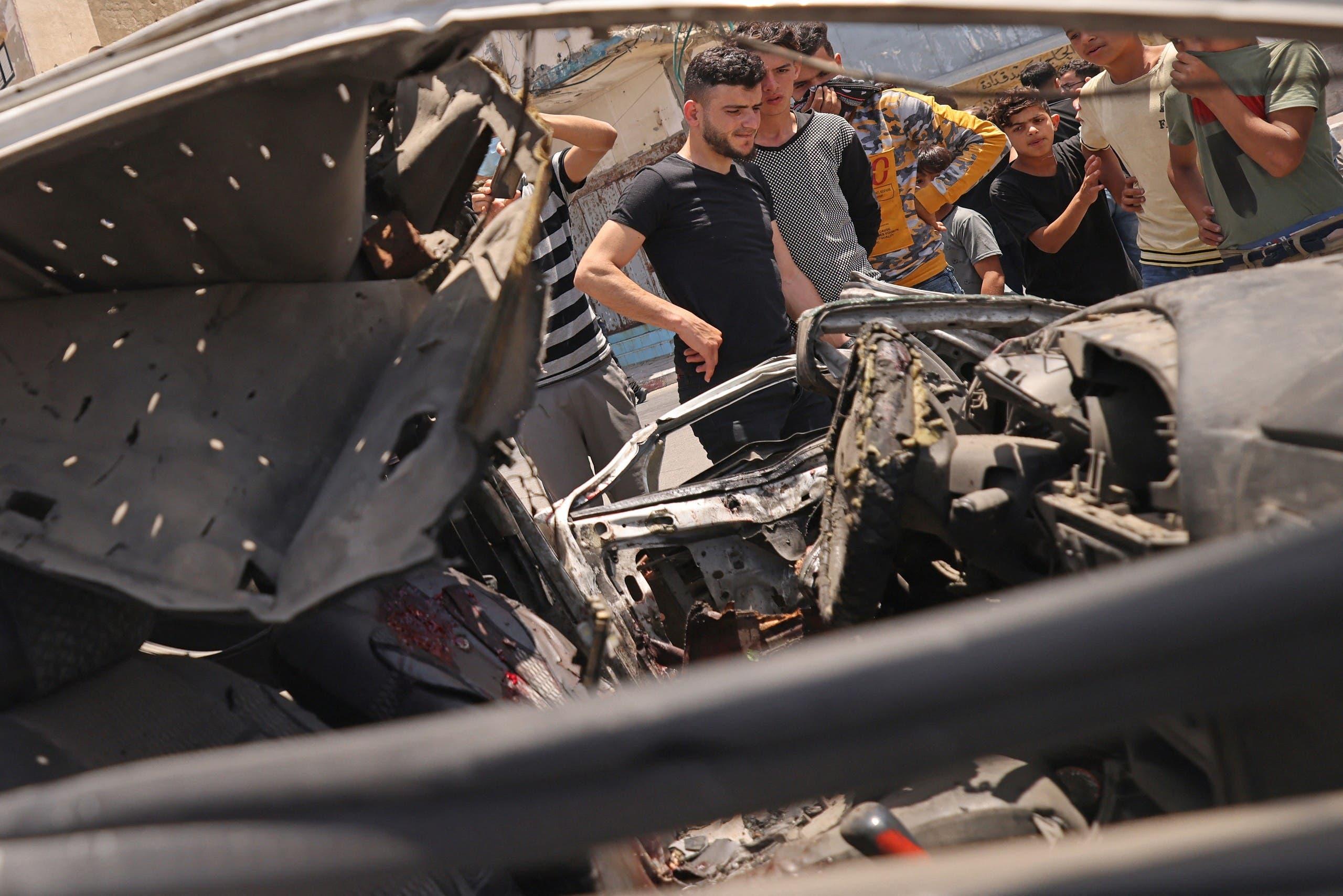 تضرر سيارة في غزة إثر استهدافها بقصف إسرائيلي