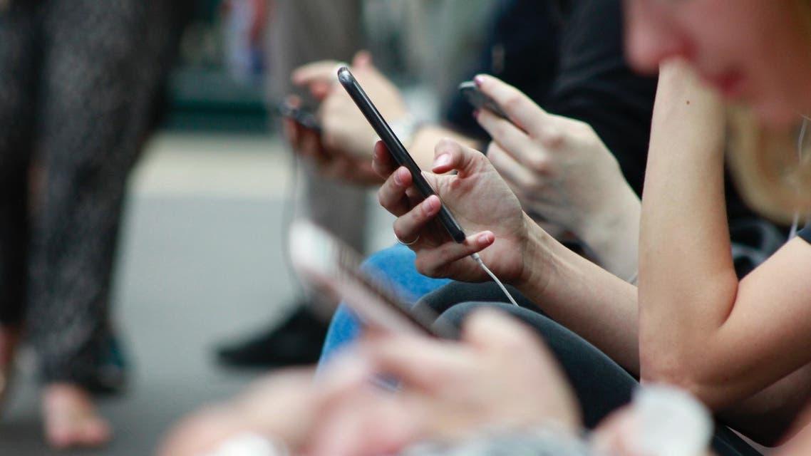 People using mobile phones. (Unsplash, Robin Worrall)