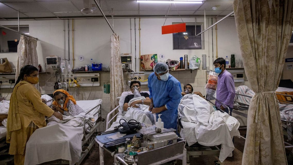 Rohan Aggarwal, 26, a resident doctor treating patients suffering from the coronavirus disease (COVID-19), tends to a patient during his 27-hour shift at Holy Family Hospital in New Delhi, India, May 1, 2021. (File photo: Reuters)