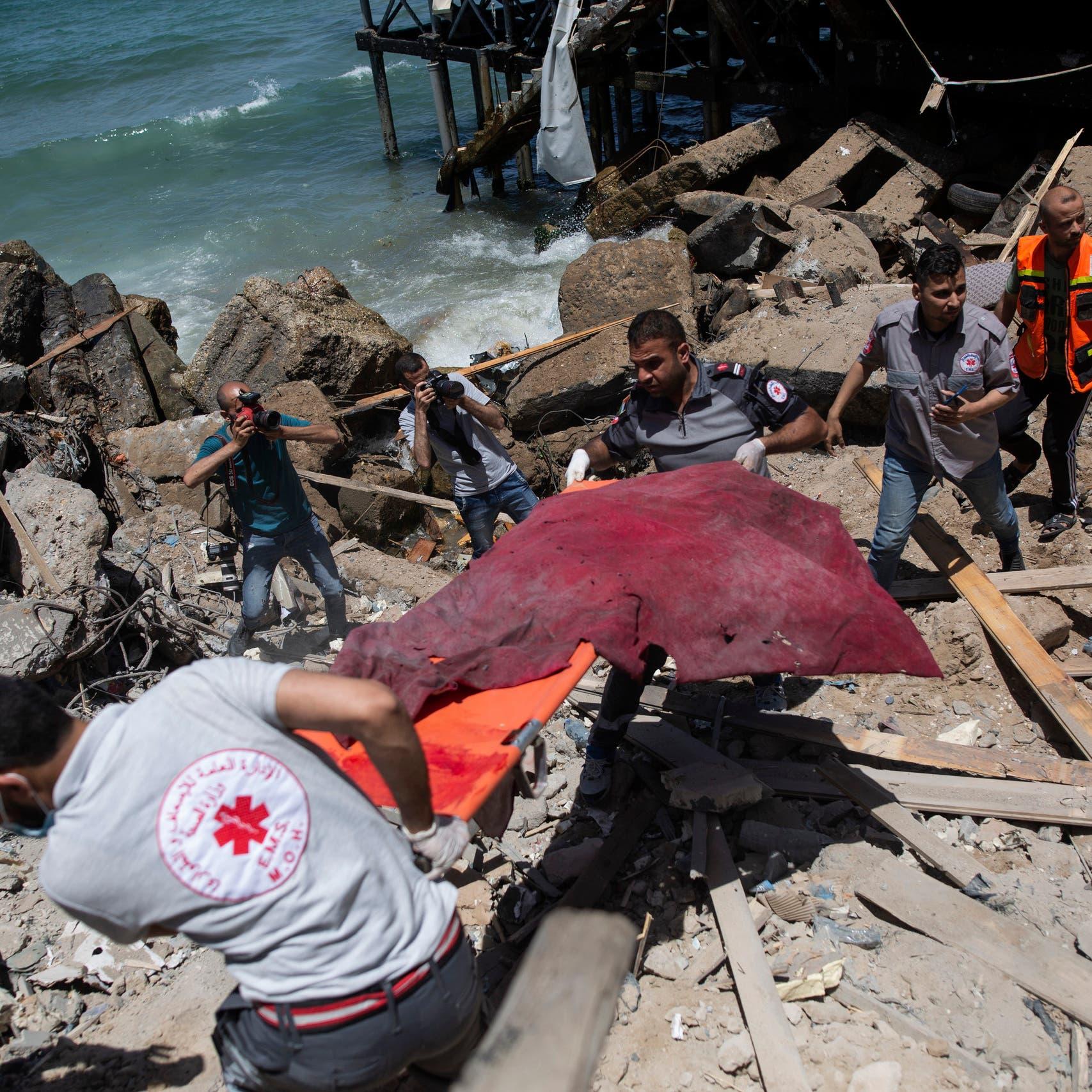 إسرائيل تهدد بقطع الكهرباء عن غزة.. والتهدئة بعيدة