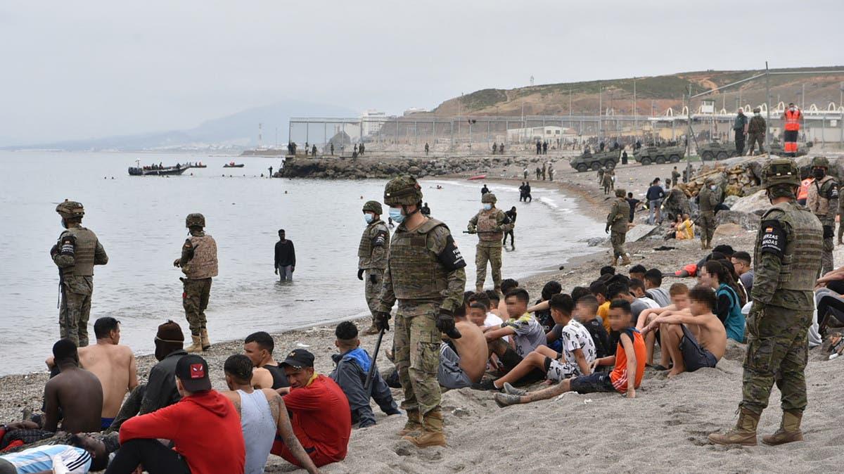 عدد قياسي من المهاجرين يعبر إلى سبتة.. المغرب يتحرك