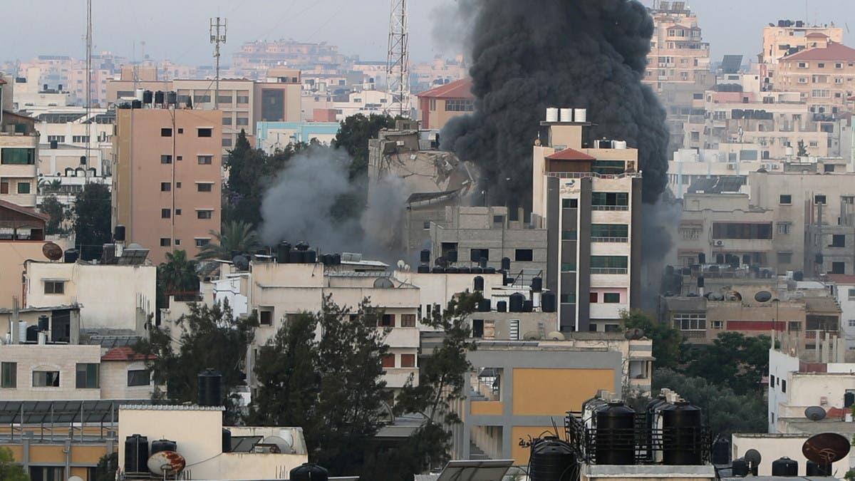 """""""ما تسبينيش لحالي ياما""""..شاب يخاطب أمه تحت أنقاض غزة"""