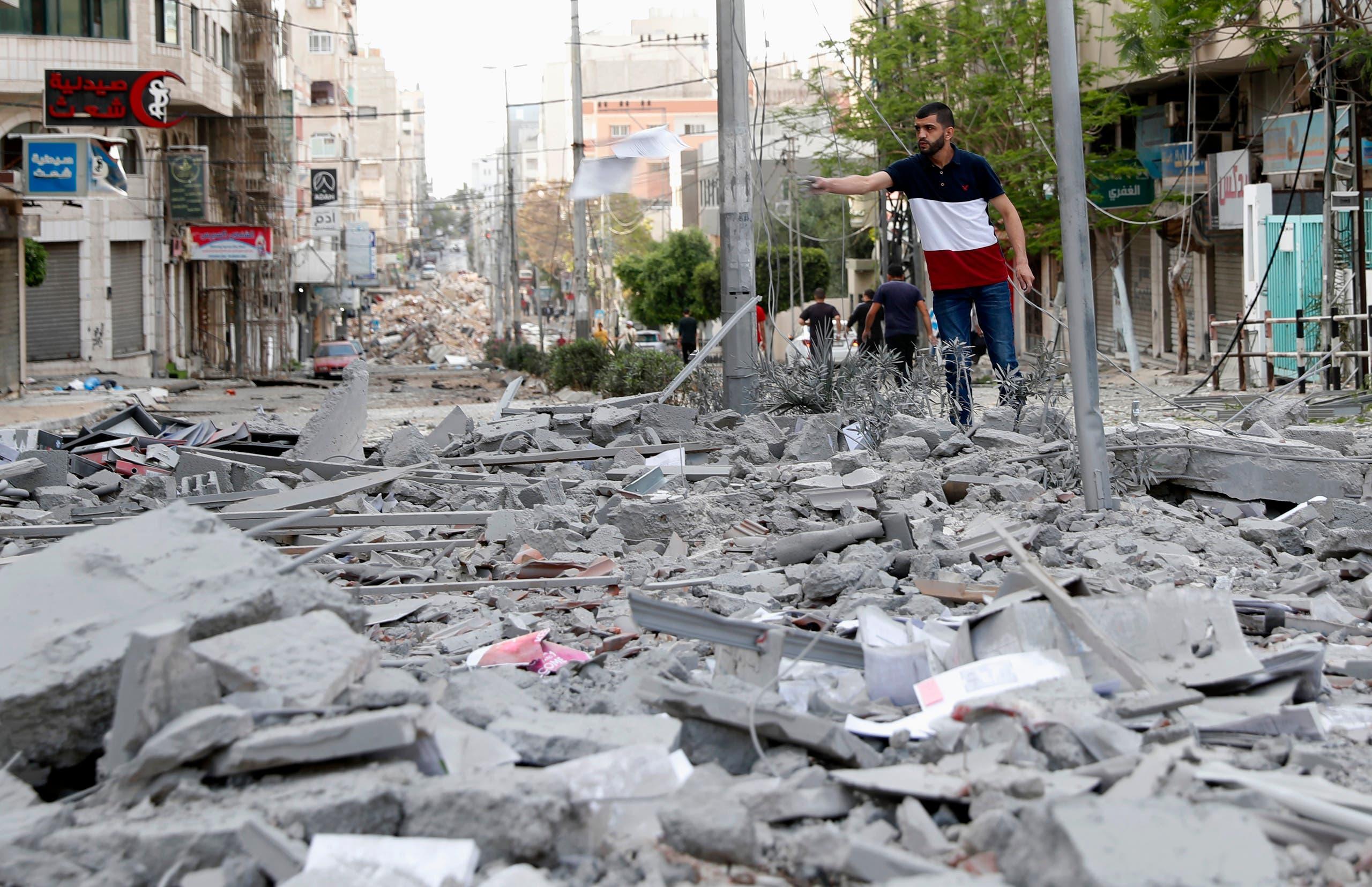 آثار القصف والدمار في غزة (أسوشيتد برس)