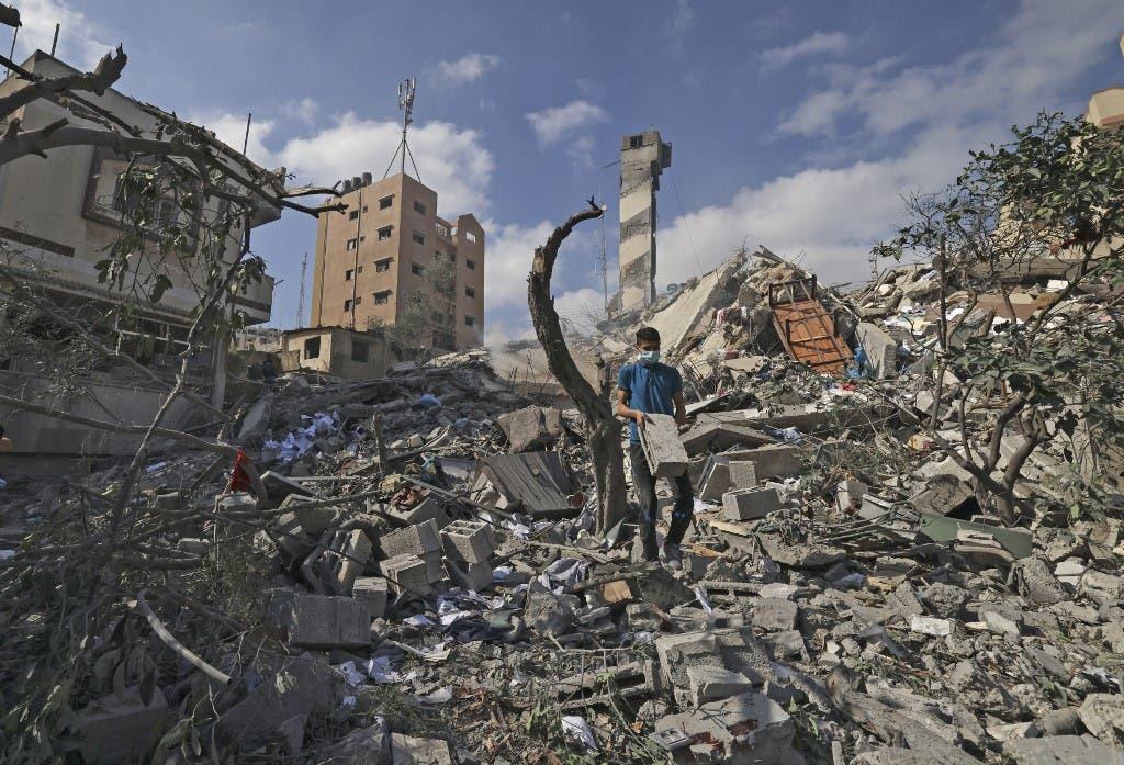 آثار الدمار بعد القصف الإسرائيلي على غزة - فرانس برس
