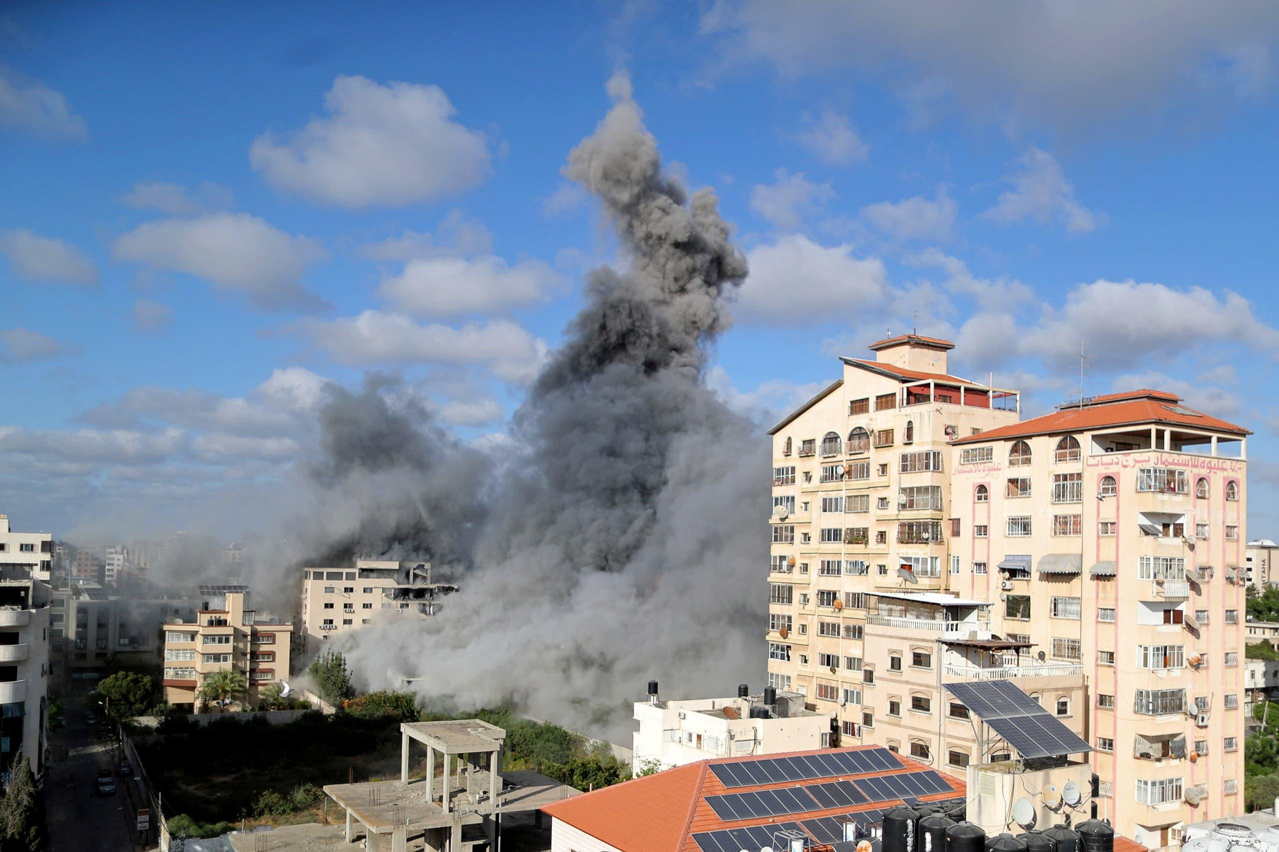 قصف إسرائيلي على غزة (رويترز)