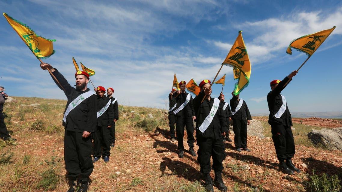 عناصر من حزب الله عند الحدود اللبنانية الإسرائيلية (رويترز)