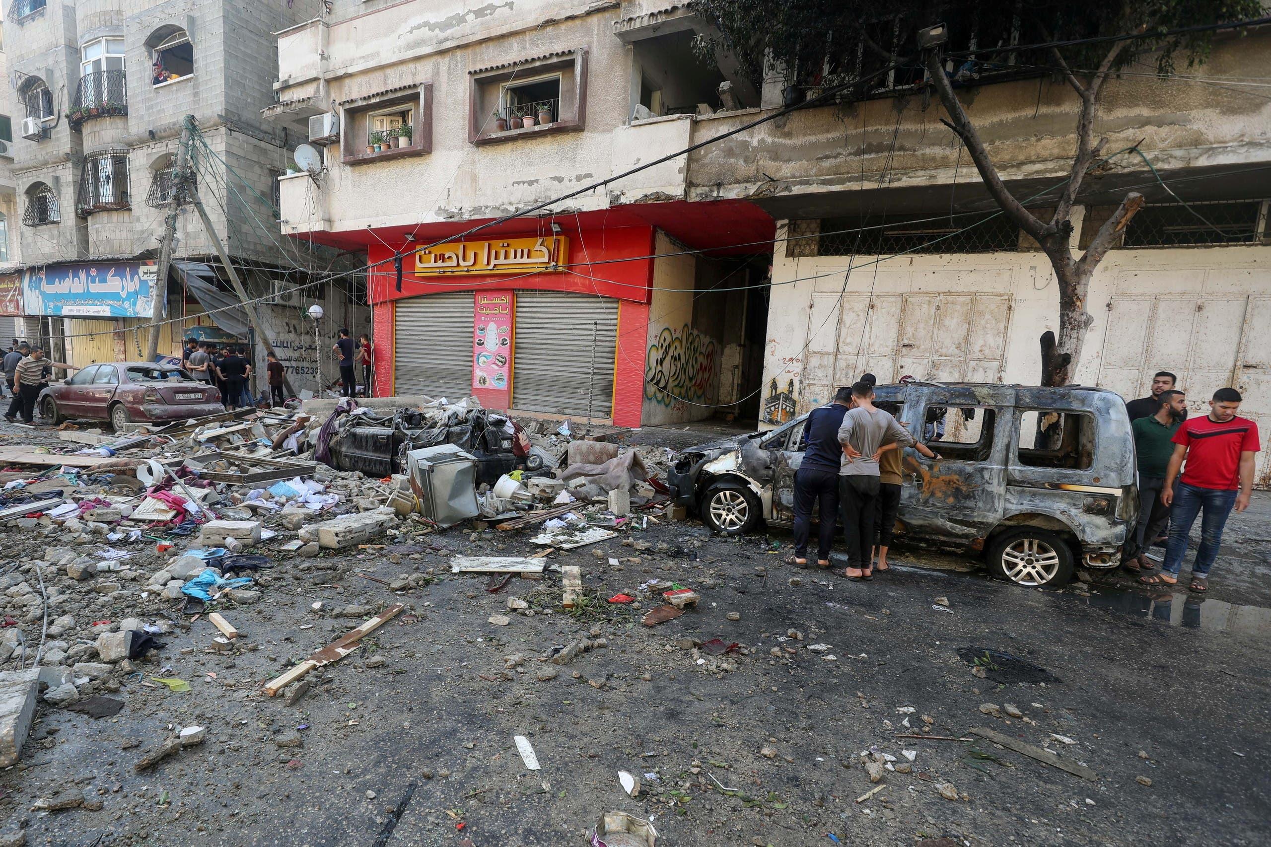 من القصف على غزة (رويترز)