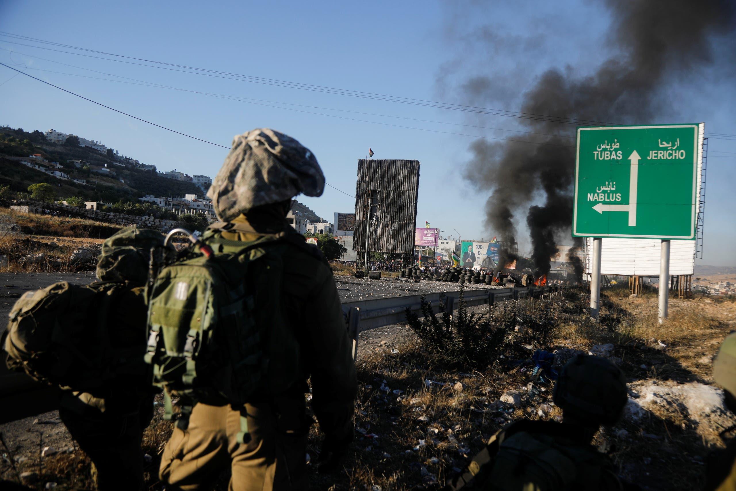 قوات إسرائيلية عند حدود غزة (رويترز)
