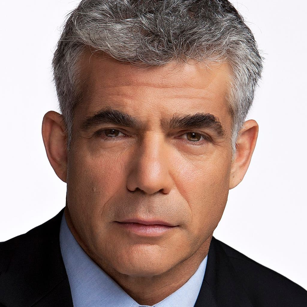 يائير لابيد.. صحافي تلفزيوني سابق يتأهب لإنهاء حقبة نتنياهو