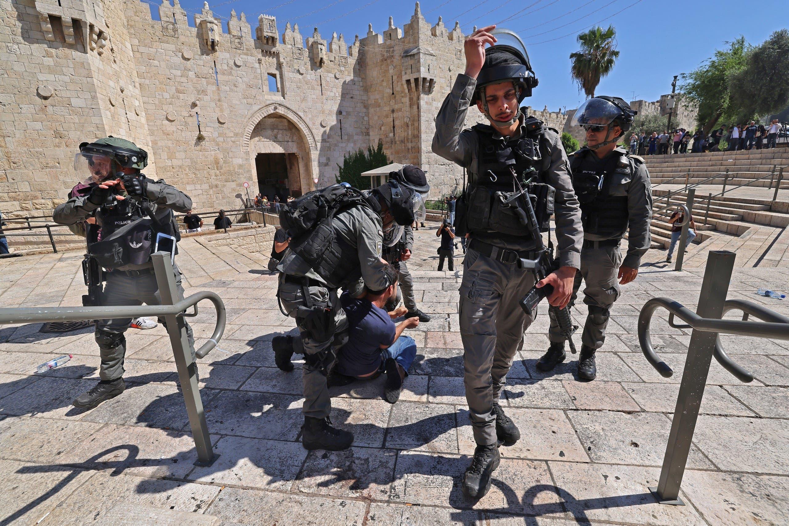 الشرطة الإسرائيلية تعتقل فلسكينياً خلال احتجاج في القدس