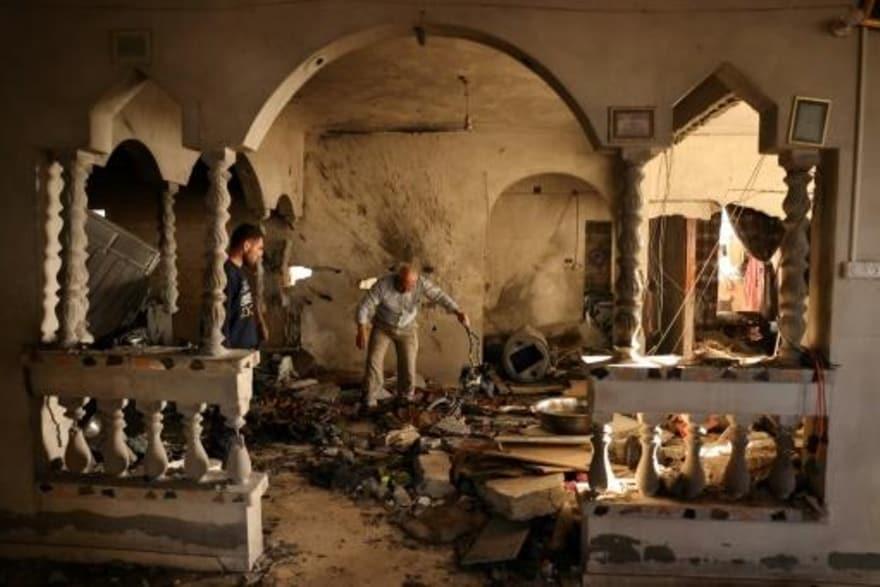 منزل العائلة بعد القصف