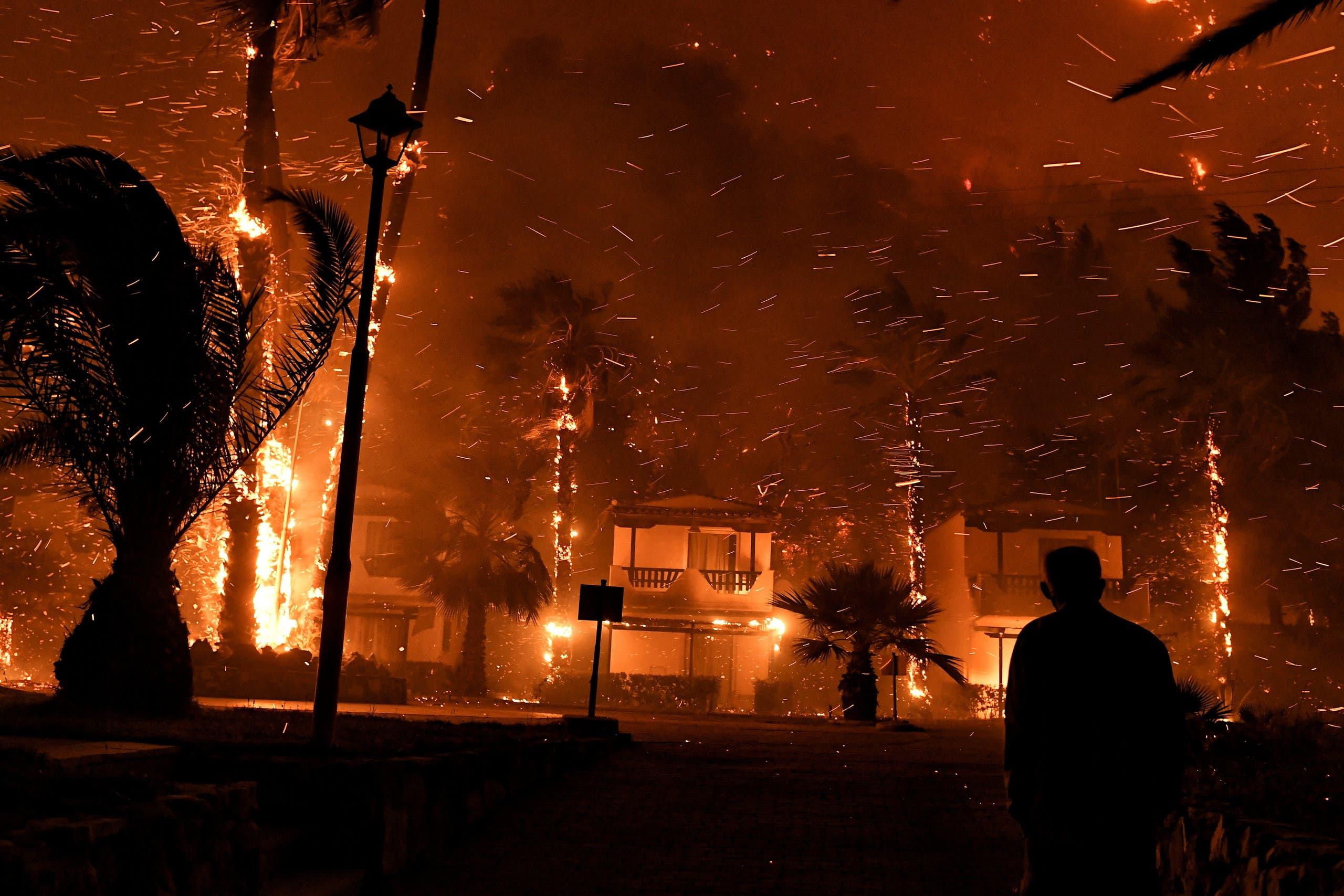 حريق الغابات في جنوب اليونان
