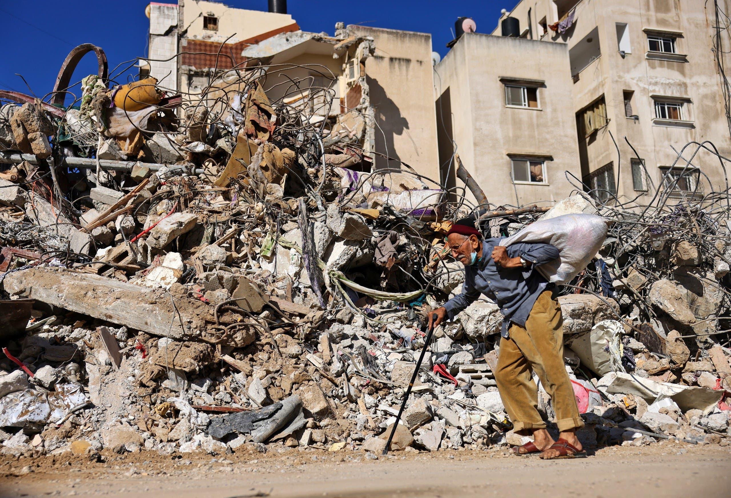 عمارة في  غزة دمرها قصف إسرائيلي