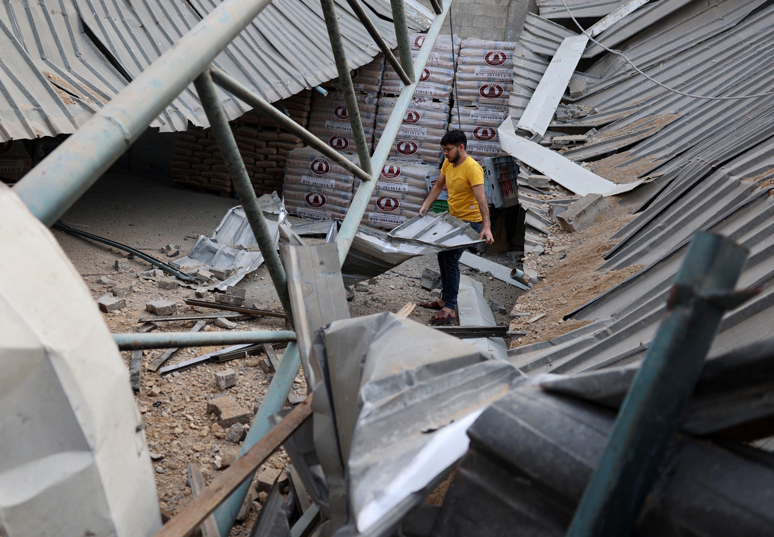 مصنع في غزة دمره قصف إسرائيلي