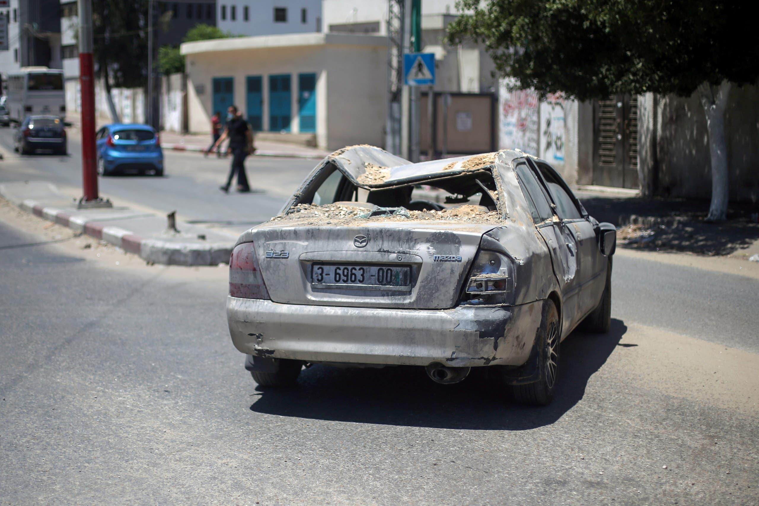 سيارة مدمرة جراء القصف الإسرائيلي على غزة