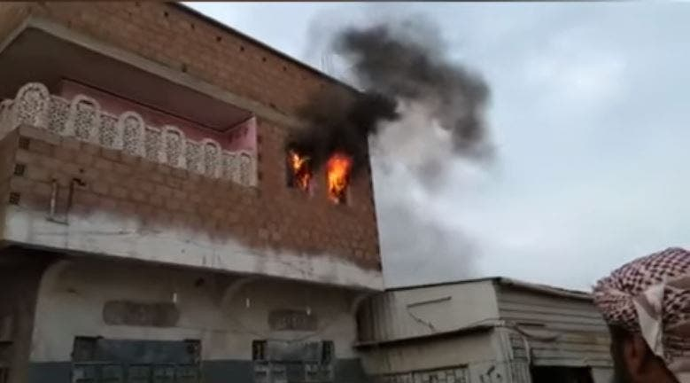 احتراق منزل بالحديدة نتيجة القصف الحوثي