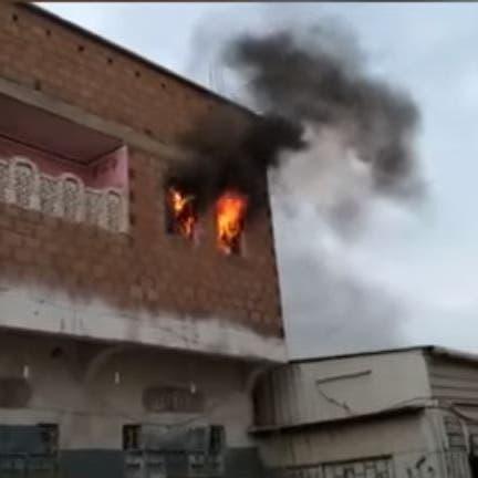 فيديو.. قصف حوثي يشعل حريقاً بمنزل مواطن غرب اليمن