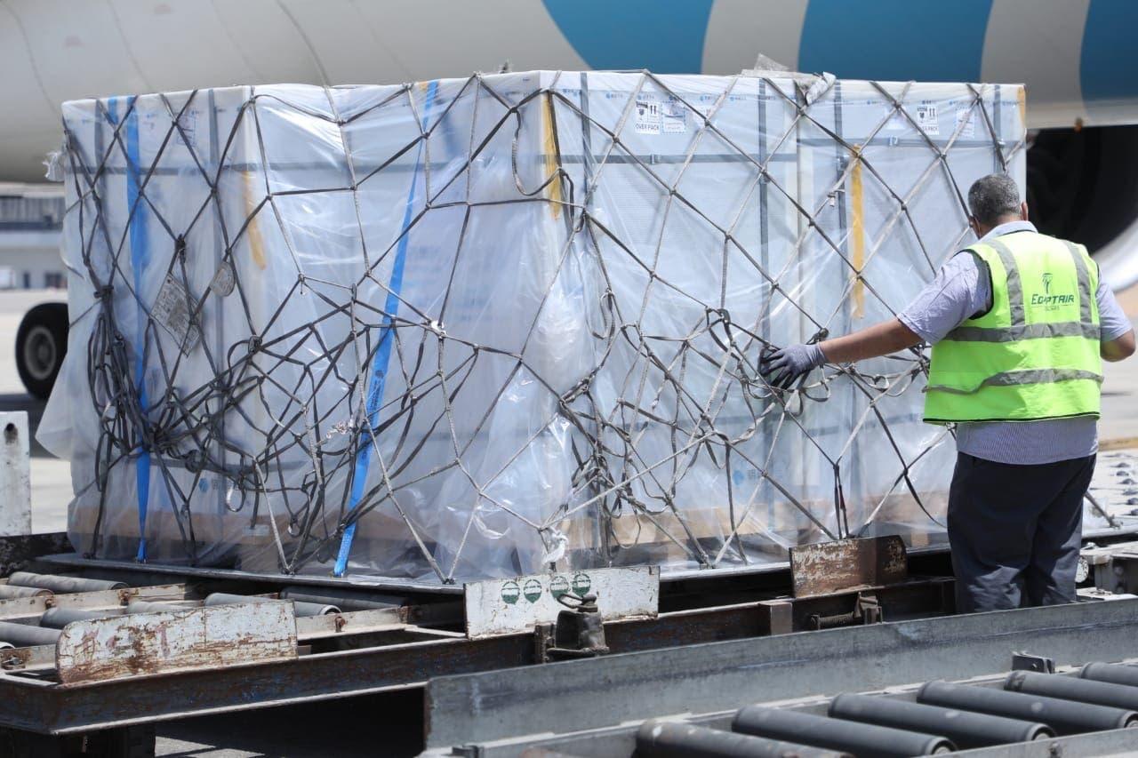 """الدفعة الأولى من المواد الخام لتصنيع لقاح """"سينوفاك"""" الصيني بمصر"""