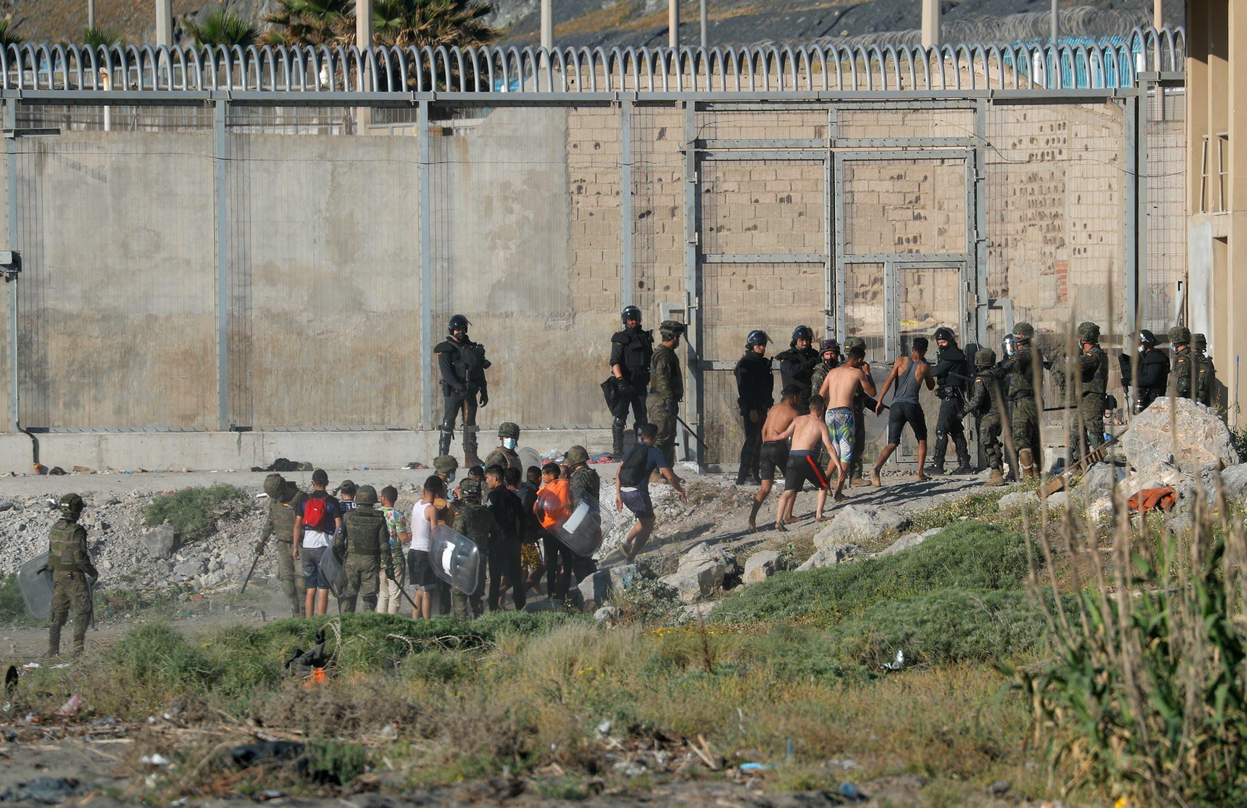 مهاجرون في المغرب يحاولون الدخول إلى جيب سبتة الاسباني