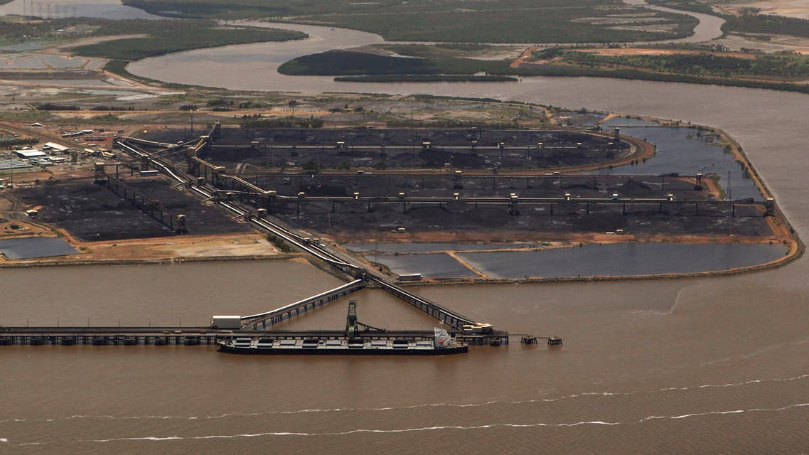 A coal ship waits to be loaded at the port in Gladstone, Queensland, Australia January 2, 2011. (File Photo: Reuters)