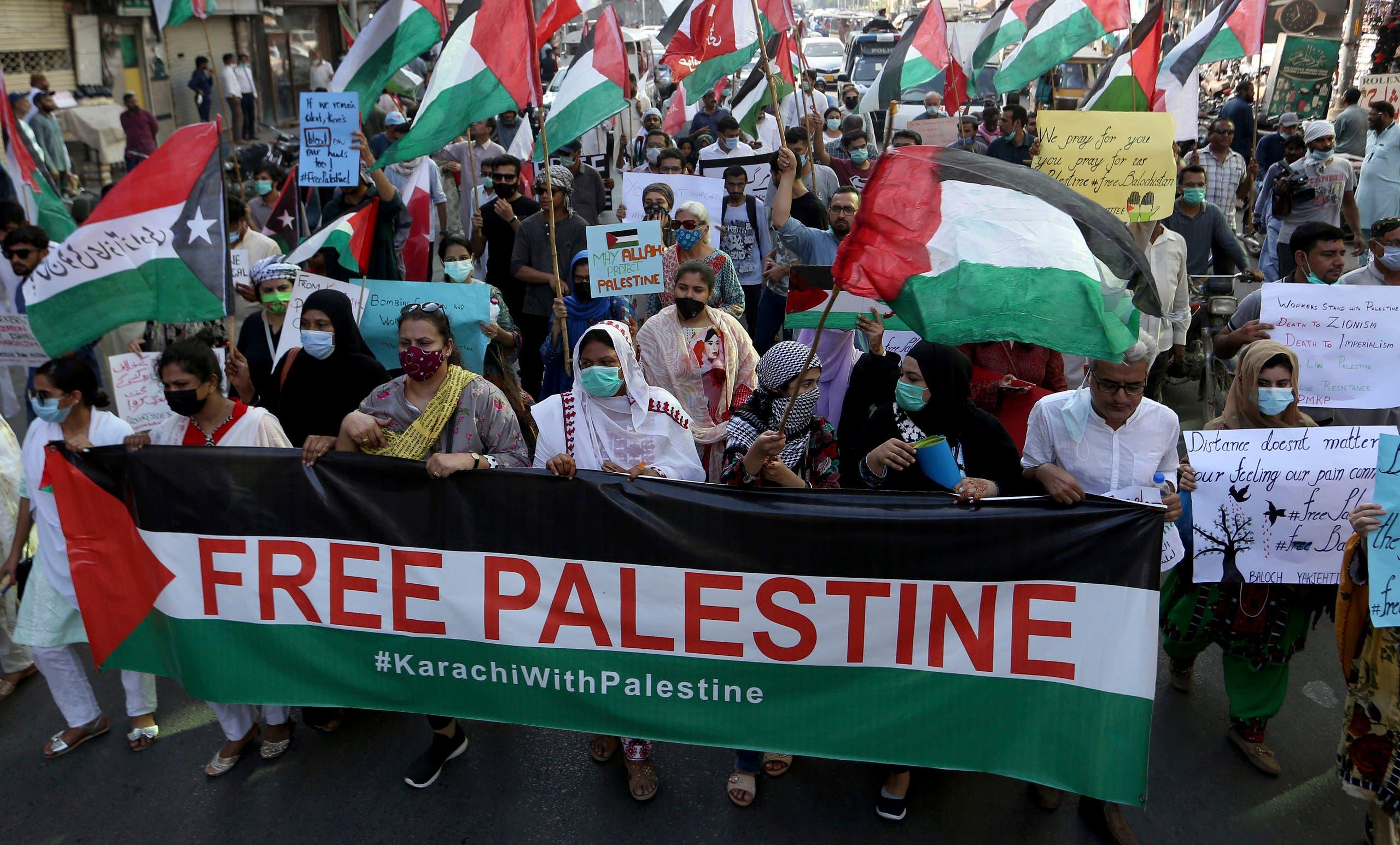 من مسيرة تضامن سابقة مع الفلسطينيين في كراتشي بباكستان أمس الخميس