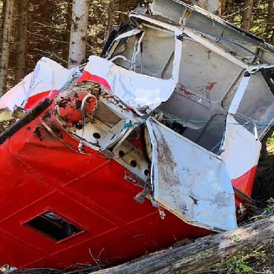 """مقتل 14 بسقوط عربة """"تلفريك"""" مئات الأمتار في جبال الألب"""