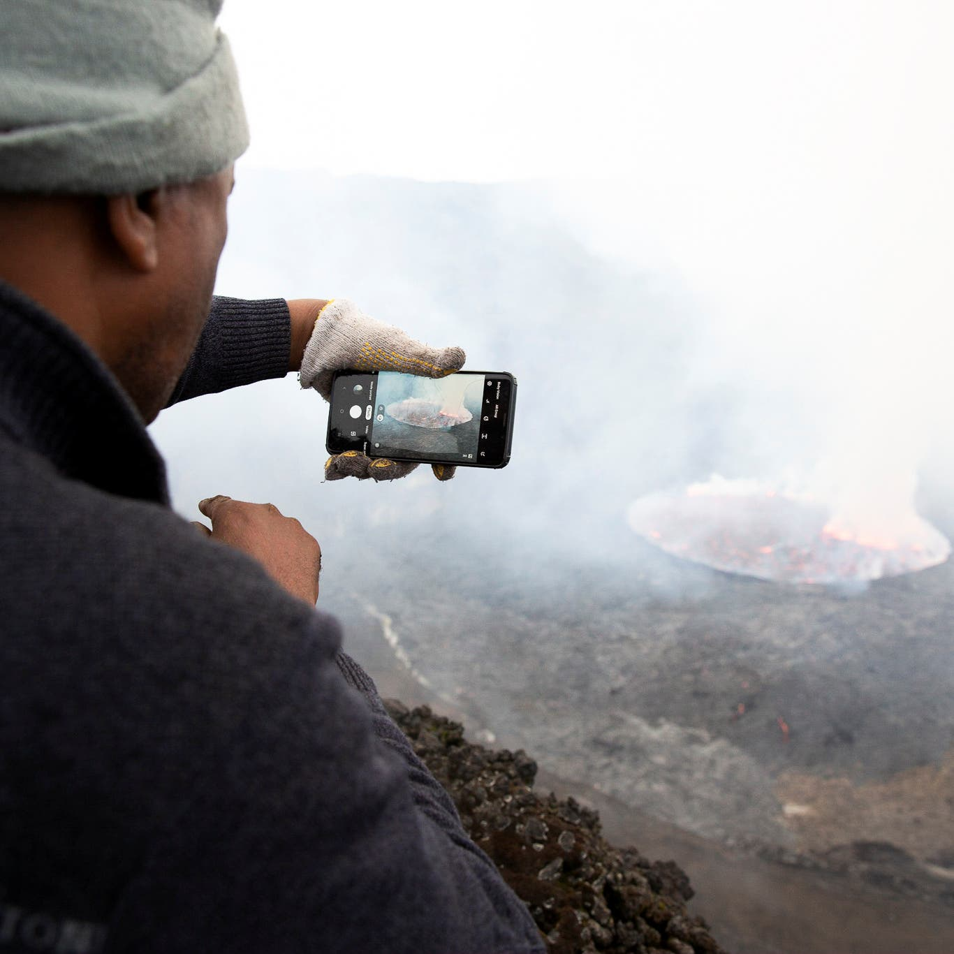 شاهد.. ثوران بركان بالقرب من غوما بالكونغو يثير ذعر السكان