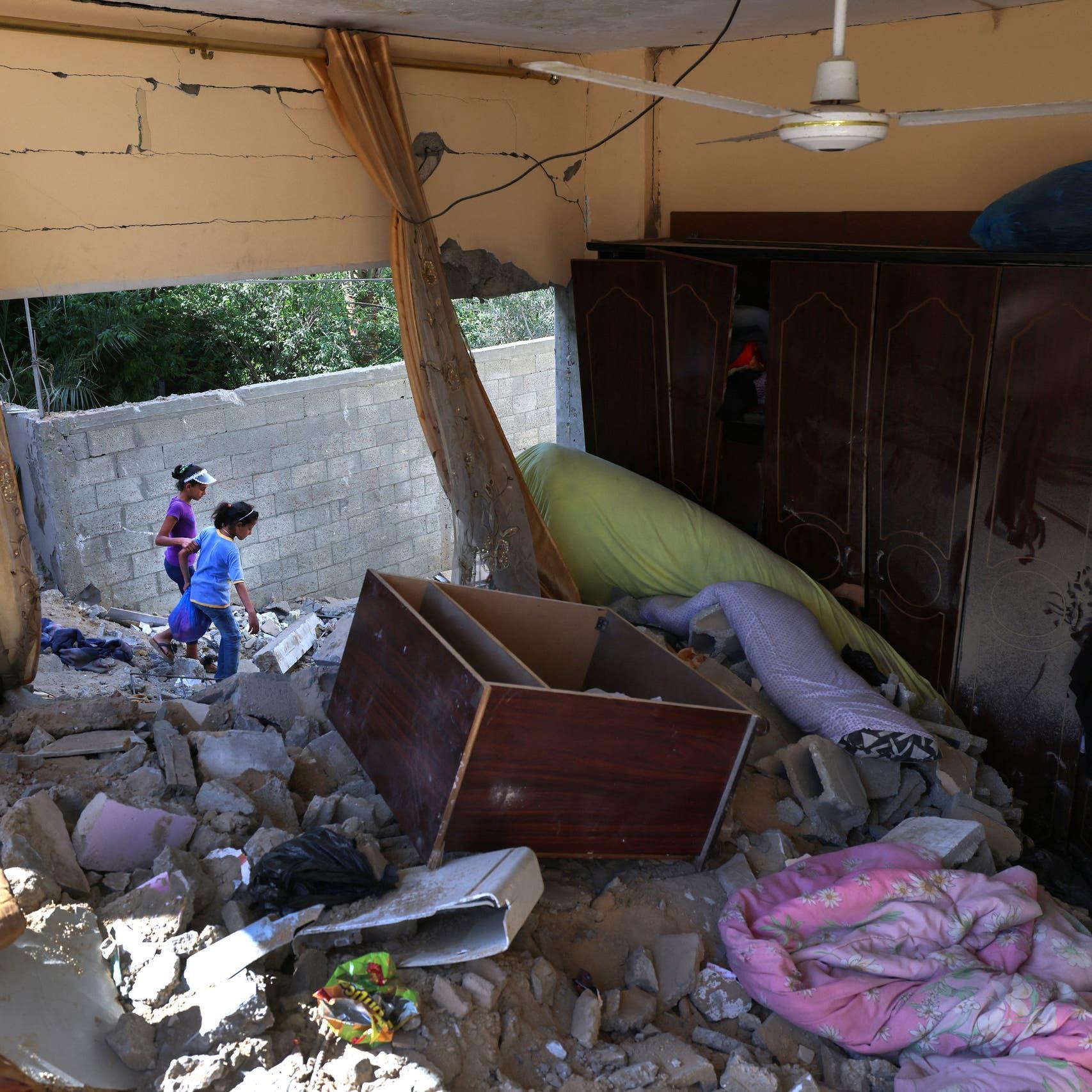 """تحسر فوق الأنقاض.. سكان من غزة """"لا نتحكم بحياتنا"""""""