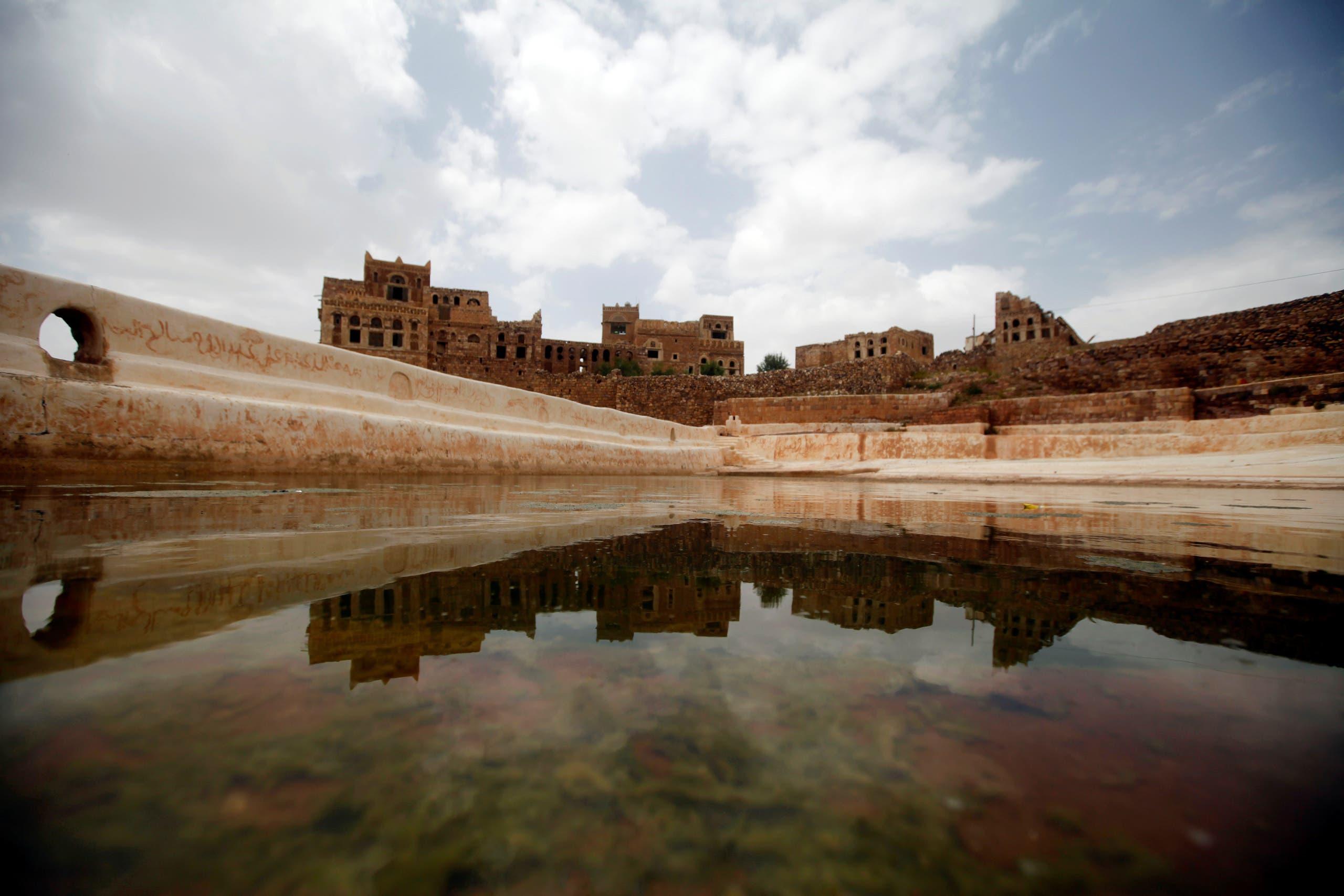 جانب من قلعة كوكبان الأثرية قرب صنعاء (رويترز)