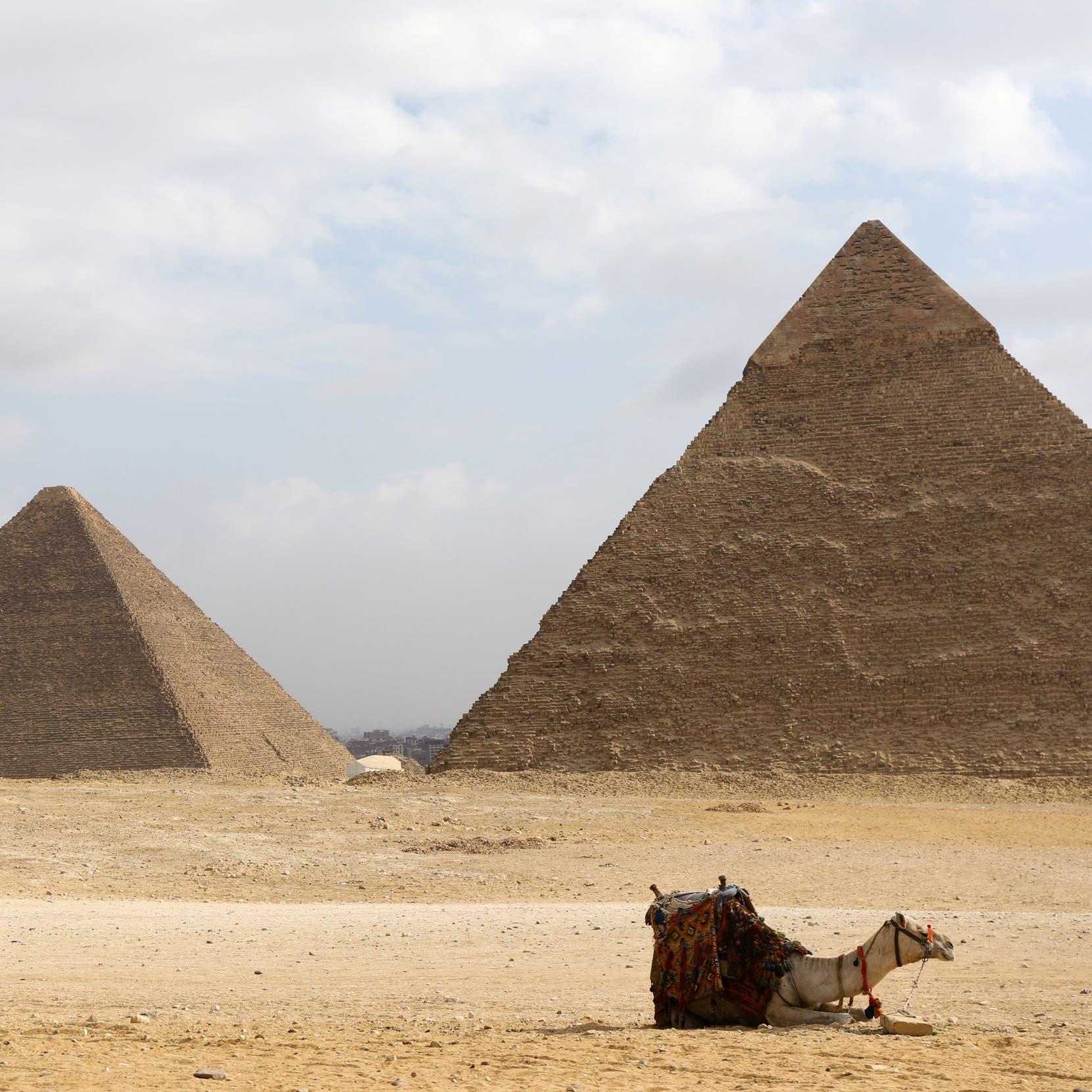مصريان خرجا للتنقيب عن الآثار.. فماتا جوعاً وعطشاً